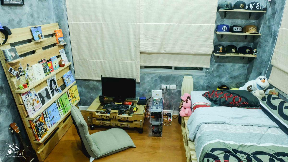 แต่งห้องนอนเล็กๆ แบบประหยัด แนว Industrial Loft ในราคาหมื่นกว่าบาท!