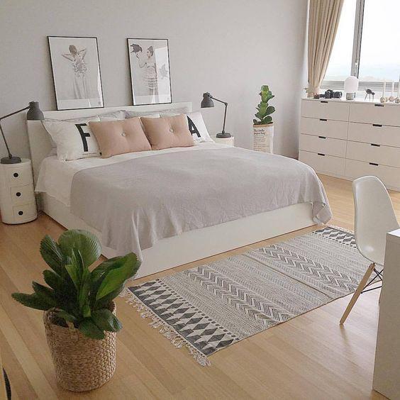 สีอ่อนของเฟอร์นิเจอร์และเครื่องใช้ภายในห้องนอนของแบบห้องนอนน่ารักๆ สไตล์ Scandinavian ช่วยขับให้รายละเอียดเล็กๆ น้อยๆ ปรากฎได้ชัดเจนมากขึ้น
