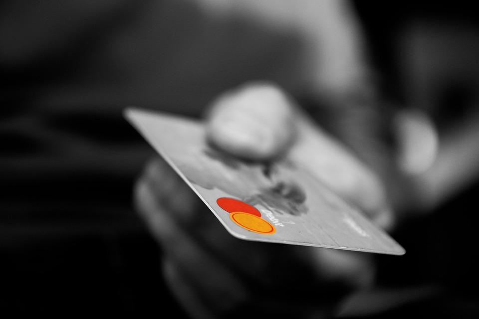 รูปบทความ ผ่อนบัตรเครดิตยังไงให้หมดเร็ว รวม 4 วิธีเคลียร์หนี้บัตรเครดิตขั้นเทพ!