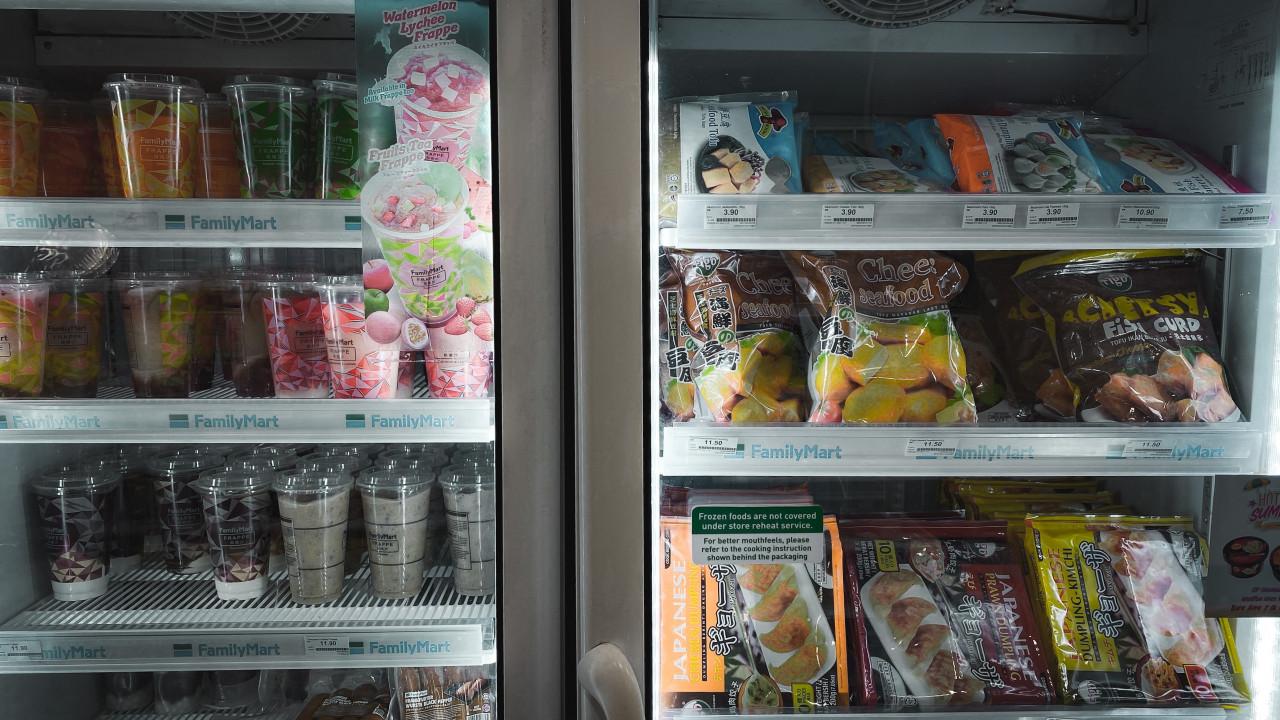 เลือกซื้อตู้แช่เย็น  ซื้อตู้แช่เย็น 1 ประตูหรือ 2 ประตูดีนะ